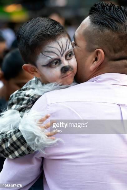 Père et fils au Día de los Muertos Festival à Oaxaca