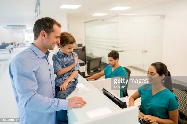Père et fils à l'hôpital