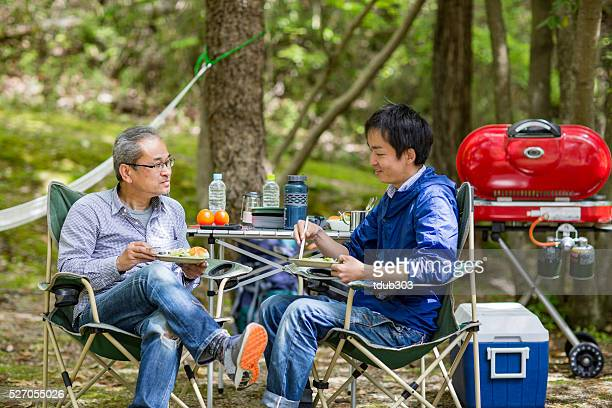 父と息子のキャンプ、屋外でのお食事をお楽しみいただけます。