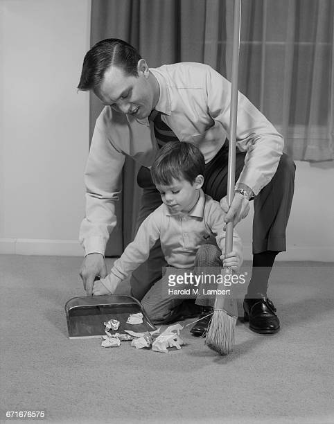 father and son cleaning room - {{ contactusnotification.cta }} stockfoto's en -beelden