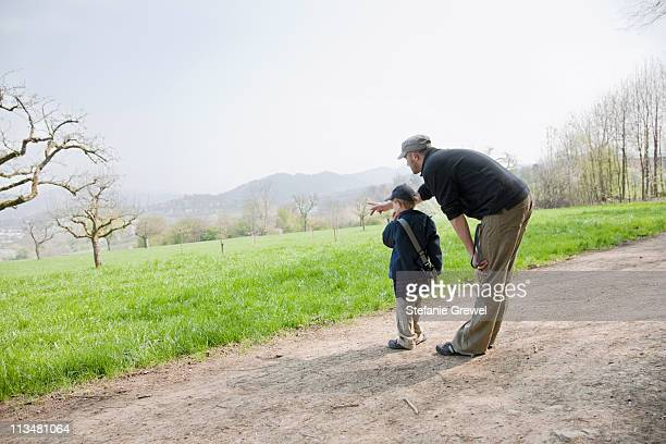 father and son enjoying an afternoon - stefanie grewel stock-fotos und bilder