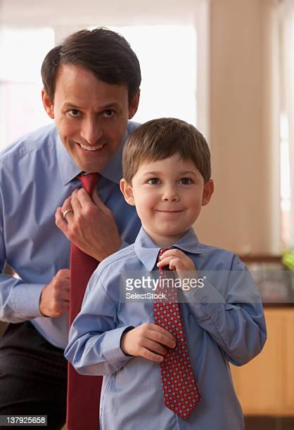 Vater und Sohn zusammen-Fixierung Krawatten