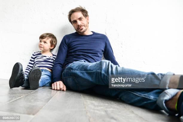 Vater und Sohn haben gemeinsam Spaß