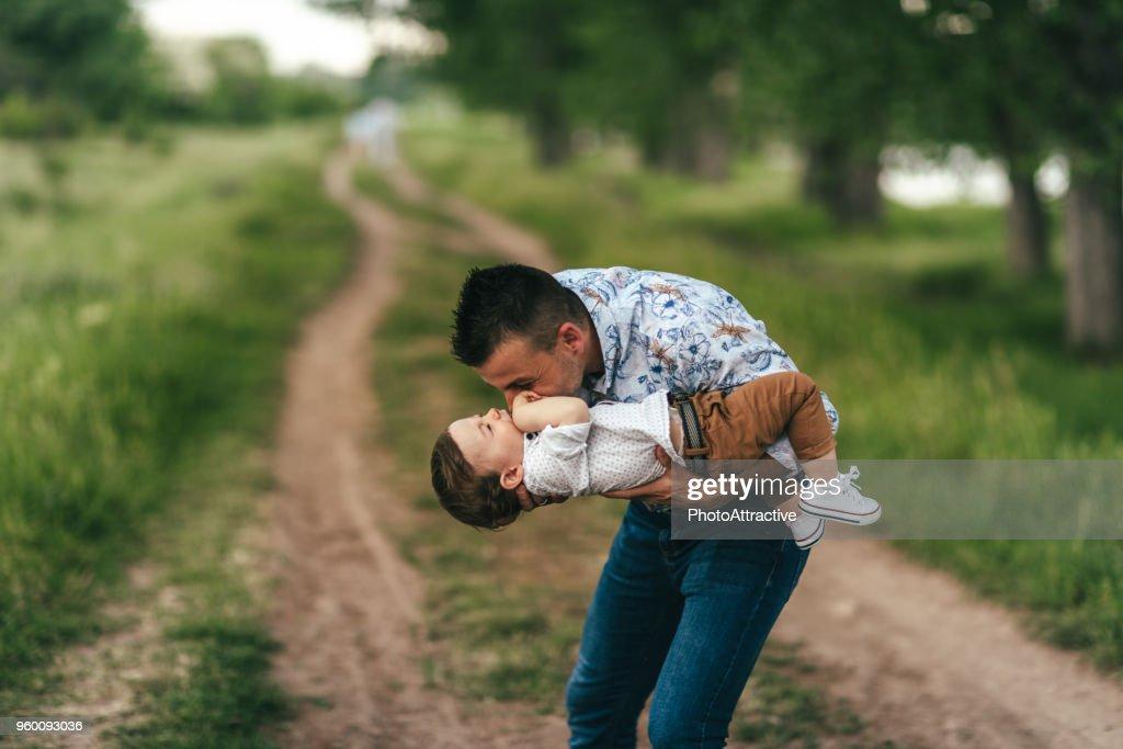 Vater und Sohn im freien Spaß : Stock-Foto