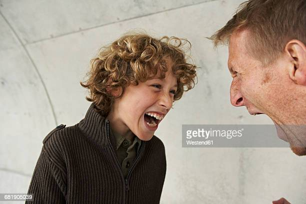 father and son screaming at each other - diverbio foto e immagini stock