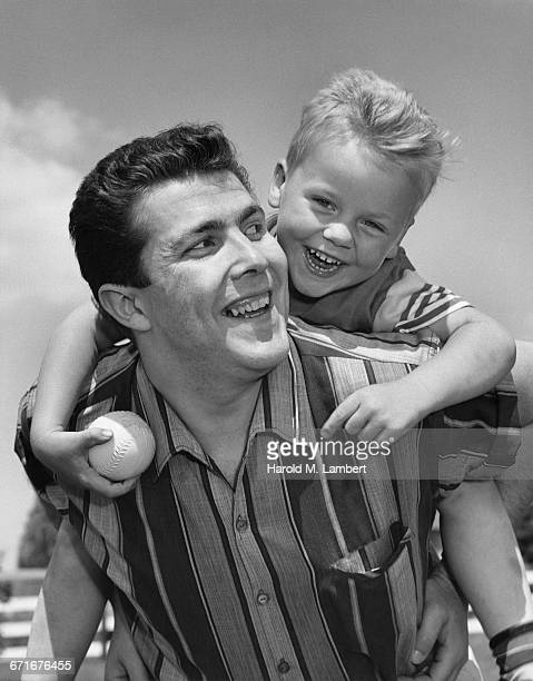 father and son smiling  - {{relatedsearchurl(carousel.phrase)}} fotografías e imágenes de stock