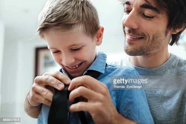 Padre e figlio con fiocco