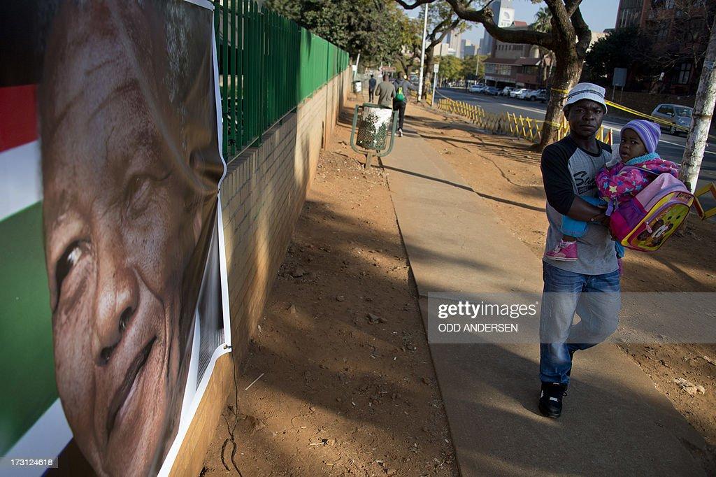 SAFRICA-HEALTH-POLITICS-MANDELA : News Photo