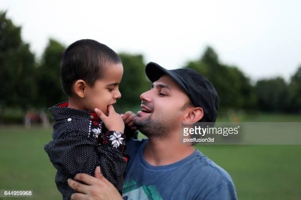 Padre y niño cariñoso retrato