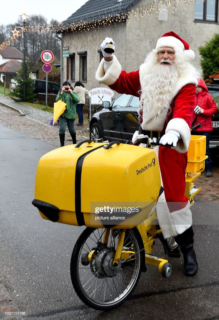 father christmas arrives in the town of himmelpfort to open the christmas post office in brandenburg - Is 711 Open On Christmas