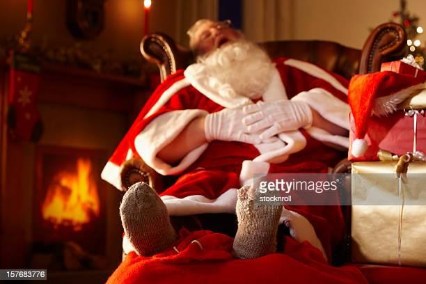 Père Noël dormir dans une grotte