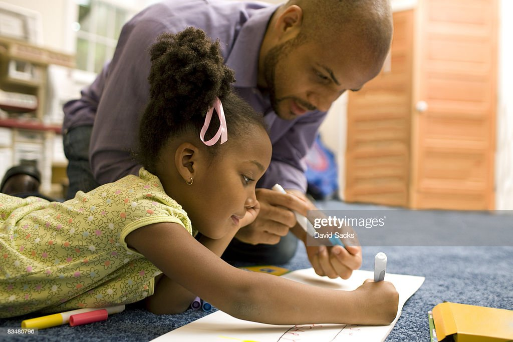 Father drawing with daughter : Stock Photo