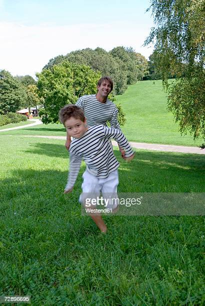 Father footracing with son (4-7)