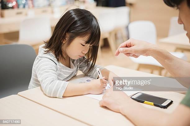 父親ができたのは、娘の絵画ます。