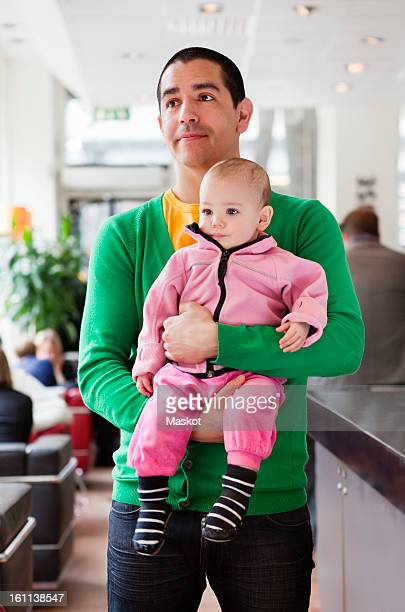 father holding daughter (0-11 months) in his arms - 0 11 monate stock-fotos und bilder