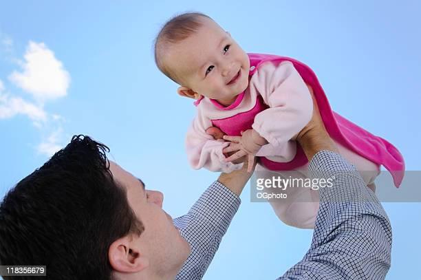 father holding his little girl - ogphoto stockfoto's en -beelden