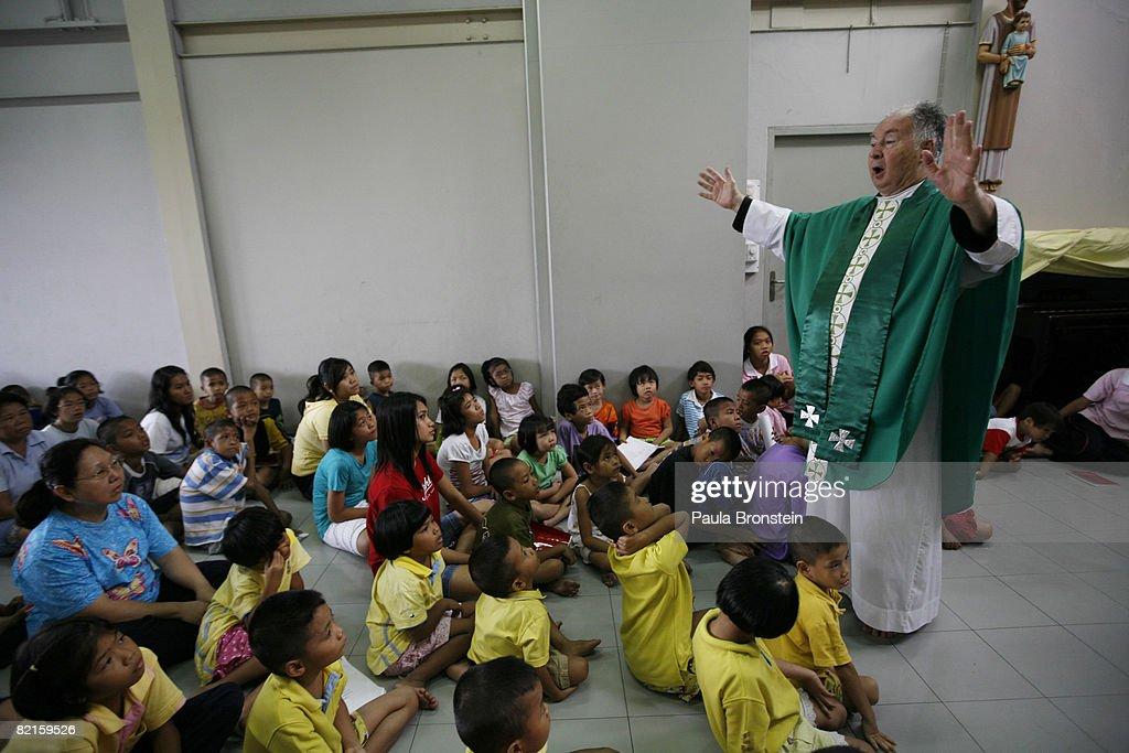 Bush To Visit Thai Priest During Bangkok Visit : News Photo