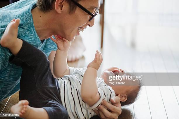 父と彼の愛する男の赤ちゃんます。