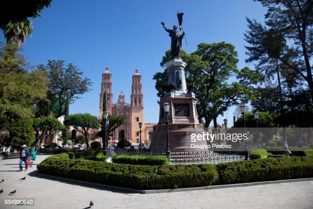father miguel hidalgo, statue, dolores hidalgo, guanajuato, mexico - dolores hidalgo stock pictures, royalty-free photos & images