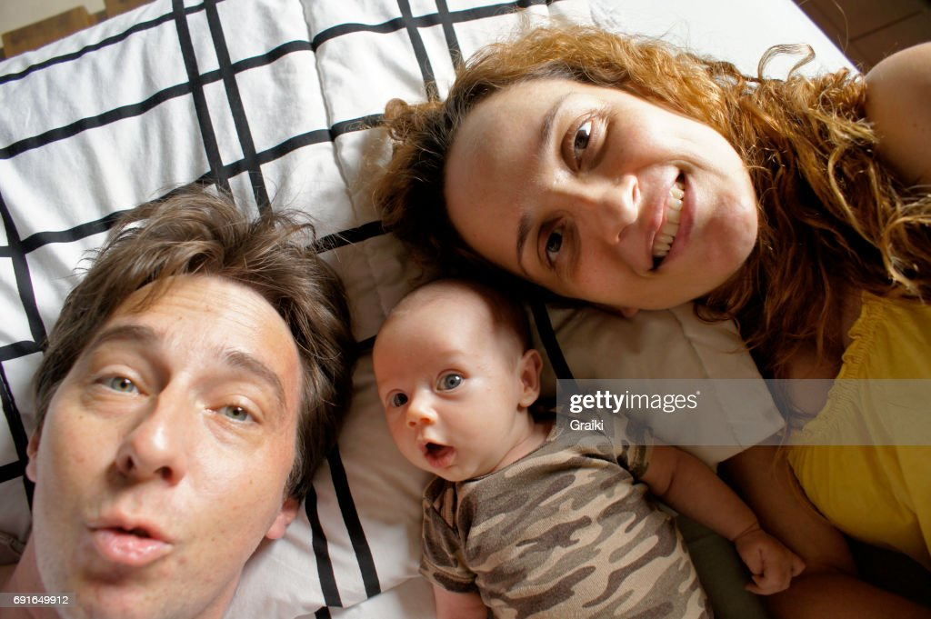 Father, Mother and newborn daughter in a selfie. : Stockfoto