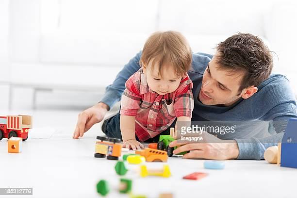 Pai com filho jogar