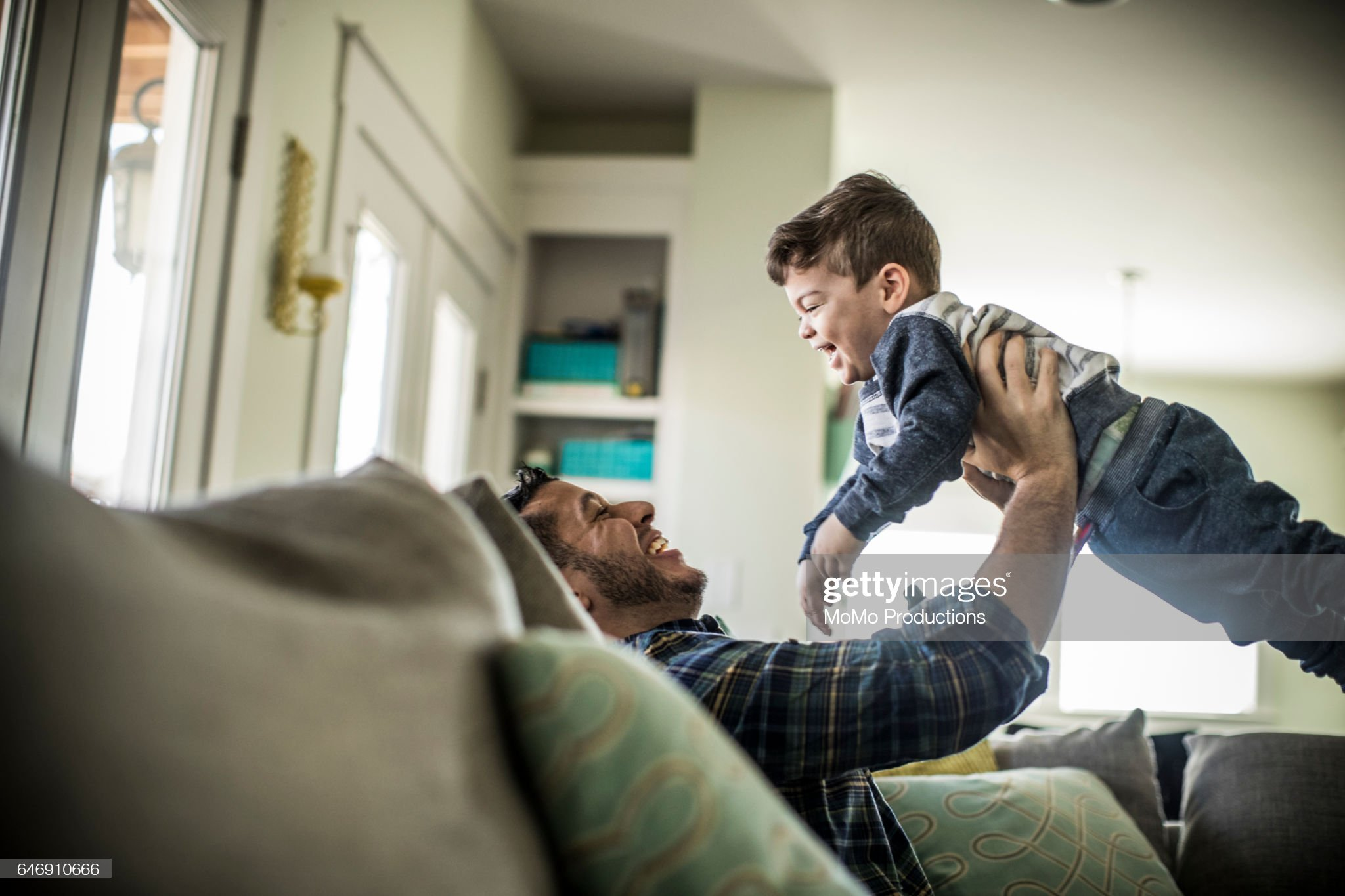 Father playing with Toddler boy (2 yrs) : Foto de stock