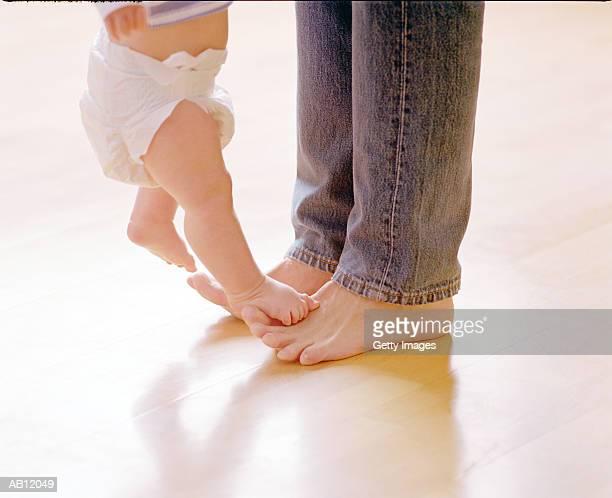 father resting babies feet on his, close-up - 人のつま先 ストックフォトと画像