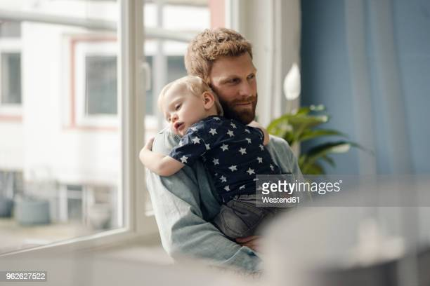 father spending time with his son at home - vater stock-fotos und bilder