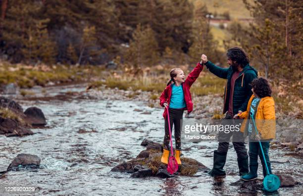father taking his kids fishing - servië stockfoto's en -beelden