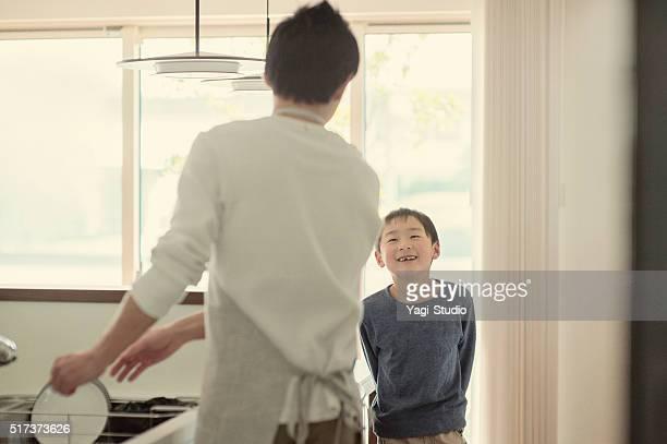 父と息子の話題のキッチン