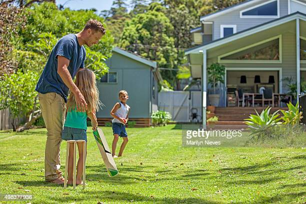 father teaches daughter cricket - cricket stockfoto's en -beelden