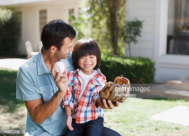 father teaching son to play baseball - baseball sport stock pictures, royalty-free photos & images