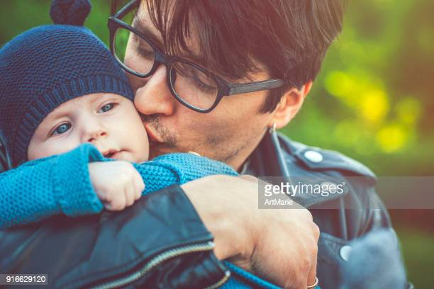 Père avec bébé de 5 mois