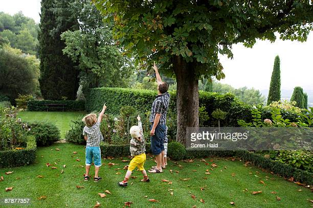 father with boys pointing