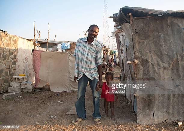 Vater mit Kind im Flüchtlingslager