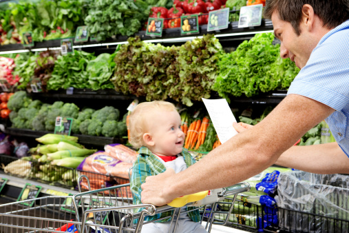 Father with daughter (9-12 months) and shopping list in supermarket - gettyimageskorea