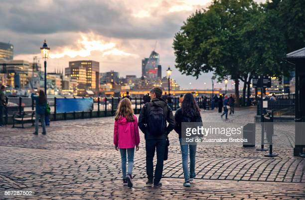father with his teenage and pre-teen daughters visiting london - guildhall london stock pictures, royalty-free photos & images