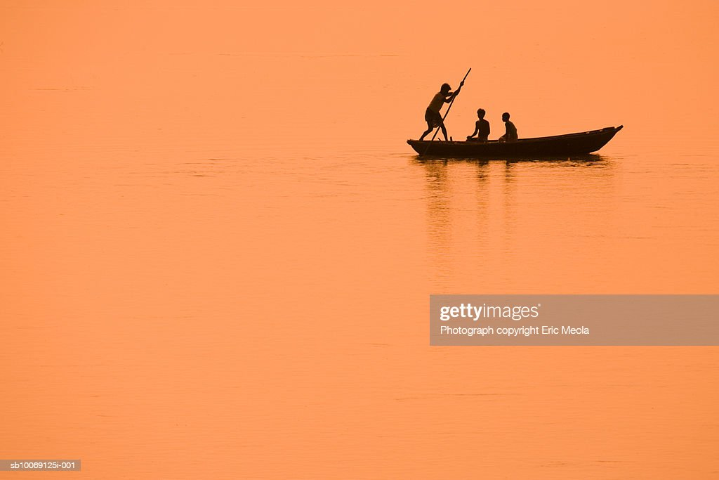 Father with son on fishing boat : Stockfoto
