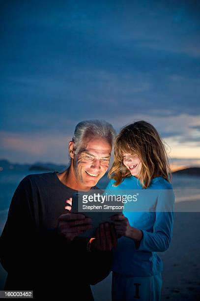 father/daughter, dusk with tablet computer - メキシコ北部 ストックフォトと画像