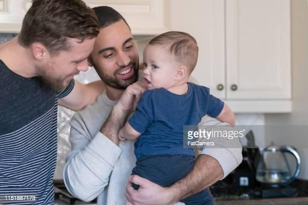 pais que lig com seu filho - pessoa gay - fotografias e filmes do acervo