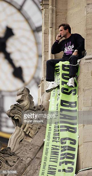 Fathers for Justice protestor Guy Harrison sits on the roof of the Houses of Parliament, September 27, 2005 in London. Fathers 4 Justice is a UK...