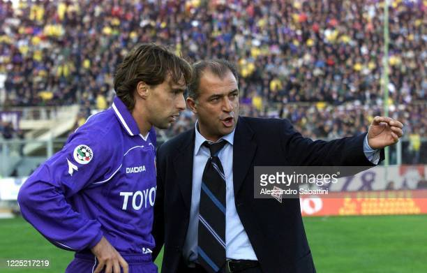Fatih Terim head coach of ACF Fiorentina issues instructions to Enrico Chiesa of ACF Fiorentina during the Serie A 2000-01, Italy.