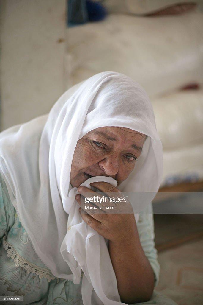 Palestinians Families Continue To Live Near Former Israeli Settlements : Fotografía de noticias