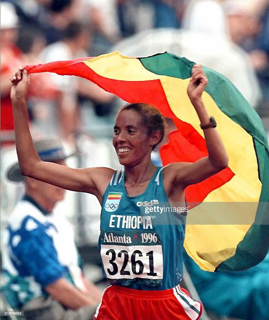 Fatuma On Carries A Around The Victory Roba Ethiopia Her Lap Flag Of 0wPknZNX8O