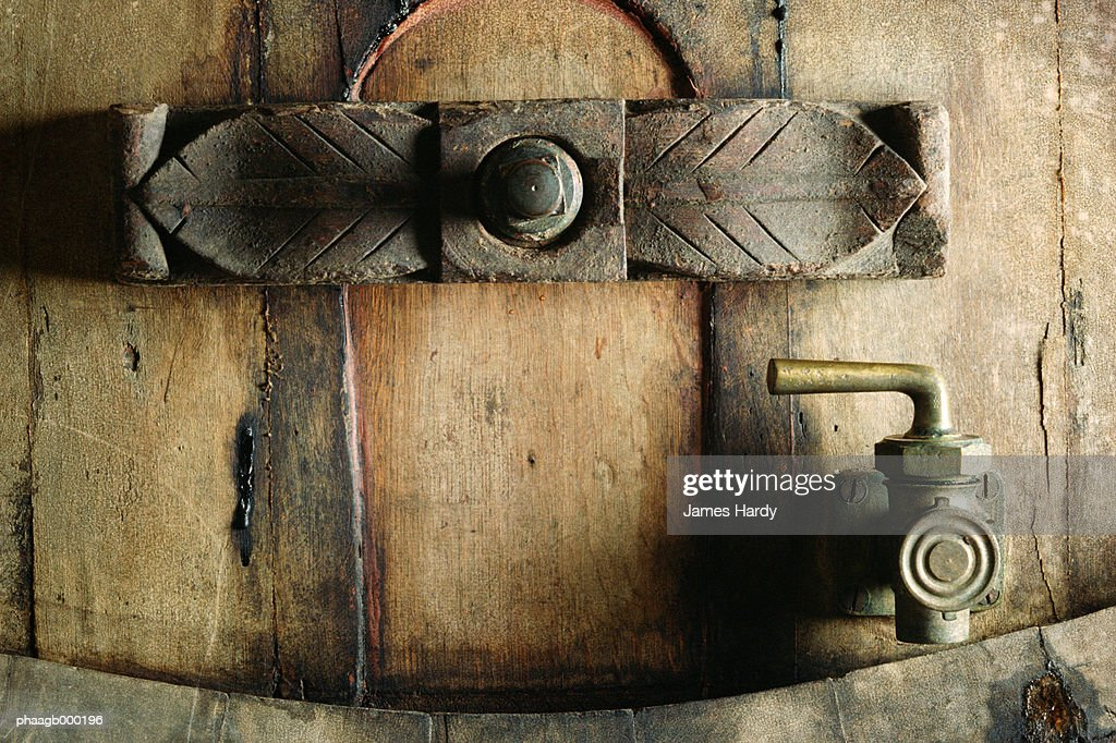 Faucet on wine barrel, close-up : Stockfoto