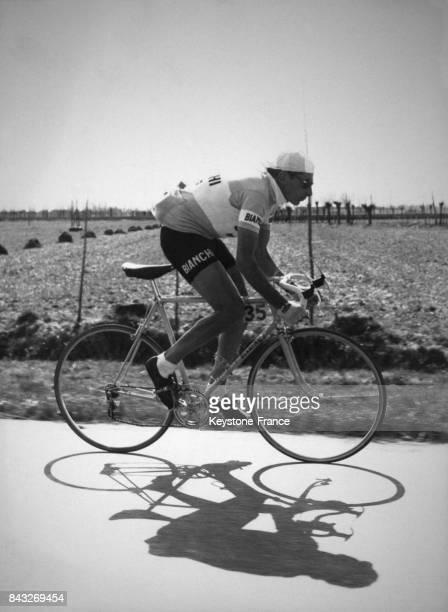 Fausto Coppi durant la course en Italie le 8 mars 1958
