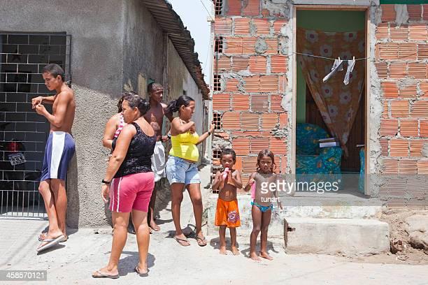 favela - grupo médio de pessoas - fotografias e filmes do acervo