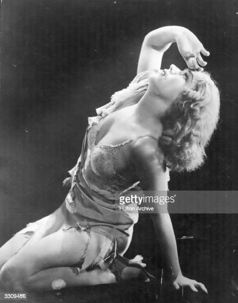 Fay Wray during a moment of despair in a scene from 'King Kong' directed by Merian C Cooper and Ernest B Schoedsack for RKO