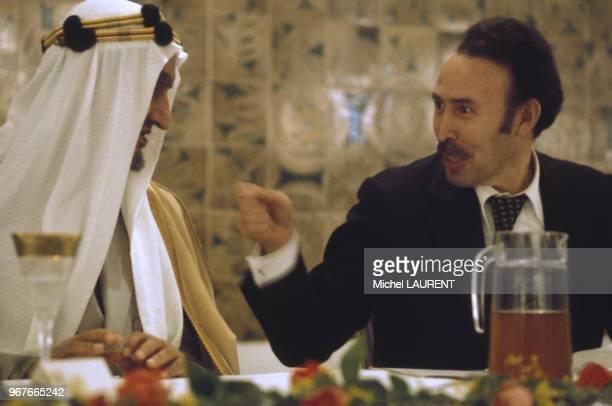 Fayçal ben Abdelaziz alSaoud et Houari Boumédiène à la conférence des chefs d'Etat arabes le 28 novembre 1973 à Alger Algérie