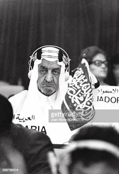 Fayçal ben Abdelaziz alSaoud lors de la conférence des pays nonalignés à Alger Algérie